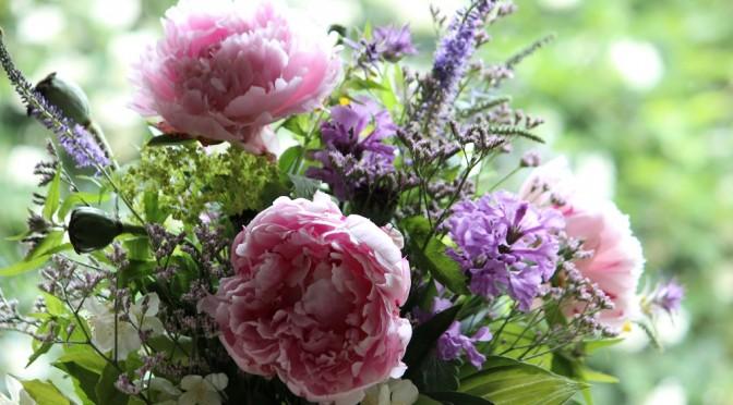 Kukkakimppu omalta pihalta