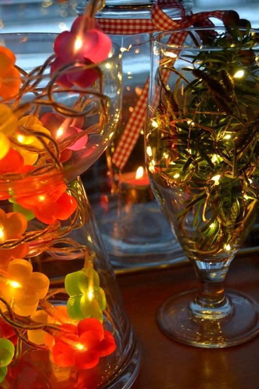 valoa-pimeyteen-kynttiloilla-ja-valoilla